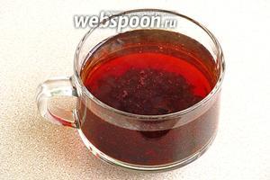 Сухой чай залить горячей водой, выдержать 10 минут, а затем процедить.