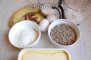 Итак берём такие продукты. Кокосовую стружку, миндаль молотый, маргарин (можно заменить маслом), яйца, разрыхлитель, пудинг сухой, сахар, муку, бананы.
