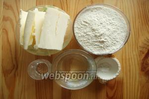 Итак сначала сделаем тесто. Для приготовления теста для коржей нам понадобиться: мука, вода, масло сливочное, уксус и щепотка соли.