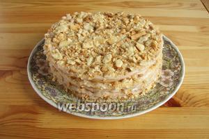 Остатками обрезков украшаем торт сверху и отправляем в холодильник минимум на ночь для пропитки. Наш Клубничный Наполеон готов! Приятного аппетита!