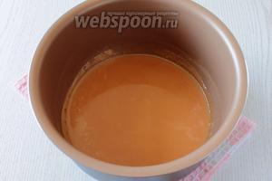 Нагреть молоко до растворения ирисок на водяной бане или в мультиварке в режиме «варки на пару». В данном рецепте использовалась мультиварка Филипс 3039. Время варки на пару я поставила 5 минут.