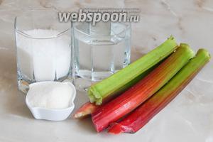 Для приготовления желе из ревеня нам понадобится ревень, сахар, воды и желатин.