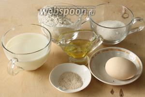 Для приготовления пышек понадобятся мука, яйцо, дрожжи, молоко, соль, сахар и растительное масло.