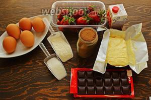 Для шоколадных капкейков, надо: яйца, сахар, мука, какао, масло (размягчённое), клубника, сливки, шоколад, ваниль, разрыхлитель.