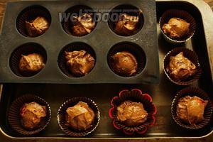 Разложить тесто по формочкам и выпекать 20-25 мин при 180ºC.