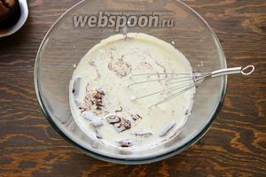 Для крема: поломанный горький шоколад, залить горячими (не! кипящими) сливками.