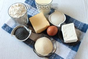 Для приготовления пирога нам понадобятся масло сливочное, мука, сахар, молоко, мак, яйцо, творог и манка.