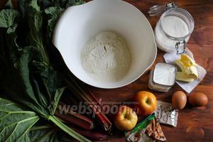 Для приготовления рецепта вам потребуется: пшеничная мука, дрожжи, сахар, сливочное масло, яйцо, молоко тёплое, яблоки, стебли ревеня, молотая корица.