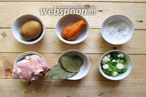Для приготоления  нам понадобятся следующие ингредиенты: рёбрышки молодого козлёнка, картофель, морковь, лук зелёный, масло подсолнечное, лавровый лист, соль, перец чёрный молотый, томатная паста.