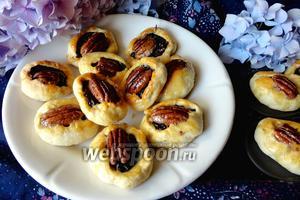 Печенье с черносливом и орехами пекан