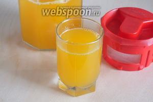 Храните концентрат в стеклянной ёмкости в холодильнике, разбавляйте по вкусу минеральной или обычной питьевой водой и готовьте вкуснейший домашний лимонад в любое время! Приятного аппетита! Из полученных продуктов получается примерно 500-600 мл концентрата.