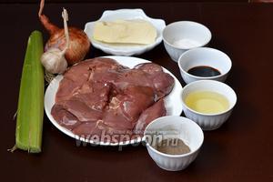 Для приготовления паштета нам понадобится куриная  печень, лук, чеснок, ревень, соль, перец, подсолнечное масло, соевый соус, сливочное масло, вода.