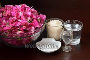 Для приготовления ликёра из розы нам понадобится сахар, лепестки чайной розы, лимонная кислота, вода, спирт.