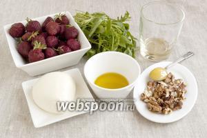 Подготовить ягоды клубники, моцареллу, орехи грецкие, масло оливковое, рукколу, белый винный уксус, мёд.