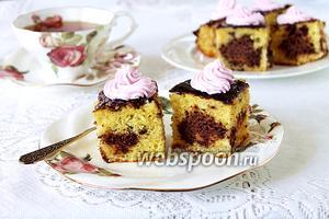 Кекс с шоколадными дырками