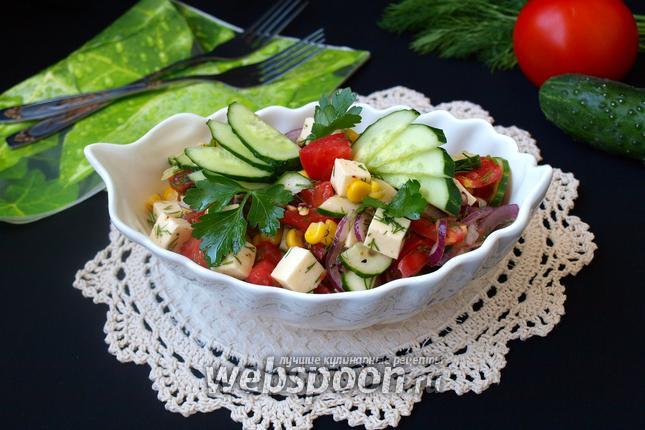Фото Овощной салат с брынзой и кукурузой