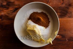 В мисочку положите сливочное масло, сахар и корицу.