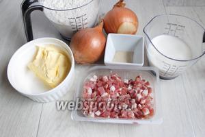 Итак возмём такие продукты. Муку, молоко, масло, соль, сахар, дрожжи, бекон, лук.
