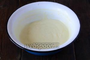 Увариваем крем на слабом огне, постоянно помешивая. Крем должен получиться густой.  После приготовления, крем следует остудить.