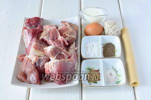 Для приготовления колбасы нам понадобится: свинина, говядина, яйцо, сливки, соль, кориандр, чёрный молотый перец, сахар, натуральная оболочка, шпагат (или нитки).