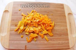 Снять цедру с одного апельсина.