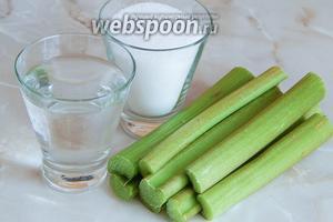 Для приготовления цукатов из ревеня нам нужен ревень, сахар и вода. Готовые цукаты советую обсыпать сахарной пудрой, чтобы они не слипались.