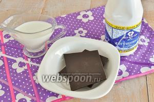 Для мороженого возьмите жирные сливки не менее 35%, а лучше купите на рынке фермерские, шоколад, сгущённое молоко.