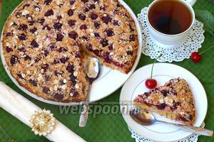 Пирог с вишней и овсяными хлопьями