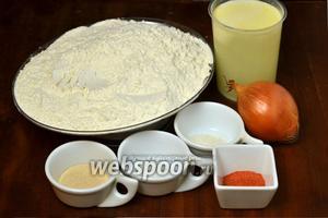Для приготовления хлеба нам понадобится сыворотка, мука, лук, подсолнечное масло (3 ложки — для лука и 1 ложка — в тесто), 1,5 ч.л. сухих активных дрожжей (все ложки без горки — снять ножом), 2 ч.л. сладкой паприки, 1,5 ч.л. соли, 1,5 ч.л. сахара.