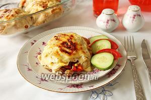 Мешочки из лаваша с мясом и овощами под соусом бешамель