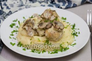 Куриные тефтели под сливочно-грибным соусом