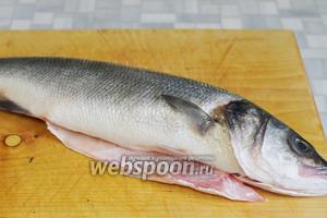 Рыбу очистить и выпотрошить.