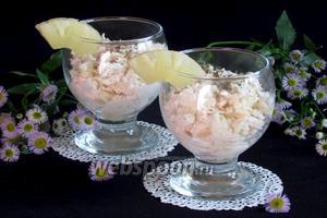 Пикантный салат из ананаса, курицы и сыра