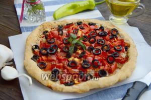Слоёная лепёшка с маслинами и помидорами