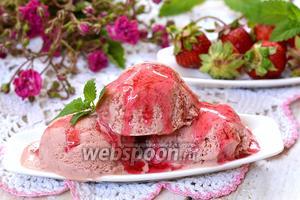 Сливочное клубничное мороженое