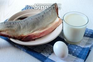 Для приготовления суфле нам понадобятся горбуша, яйцо куриное, хлеб без корки, молоко, соль и сливочное масло.