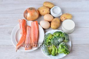 Для приготовления запеканки с форелью и брокколи нам понадобятся куриные яйца, картофель, лук репчатый, соль, сливки 20%, теша форели, брокколи.