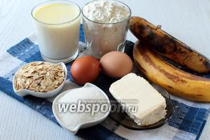 Для приготовления вафель нам понадобятся яйца куриные, молоко, сахар, разрыхлитель, масло сливочное, ванилин, мука пшеничная, корица, овсяные хлопья и переспелые бананы.