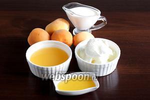 Для приготовления абрикосового смузи возьмём абрикосы, мёд, апельсиновый сок, мороженое, холодное молоко. Можно добавить лёд, по желанию.
