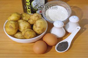 Для приготовления блюда нам необходимо взять: картофель молодой, соль, перец, яйца, мак, муку, растительное масло для жарки.