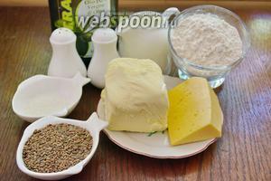 Для приготовления крекера нам нужно: соль, перец, сливки 15%, сахар, семена льна, мука пшеничная, масло сливочное, сыр твёрдый, масло растительное (для смазки формы или противня). Из дополнительных кухонных помощников подойдут: формочки для печенья или стакан, скалка, бумага для выпечки или силиконовая форма (коврик).