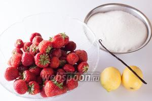 Про ингредиенты имеет смысл уточнить следующее: желирующий сахар в этом рецепте взят 1 к 1, а лимоны нужны обязательно «био» потому, что в ход пойдёт не только сок, но и цедра. Соответственно, в магазине имеет смысл смотреть фрукты со здоровой кожицей, которую легко будет срезать.