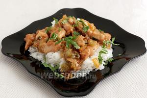 Прекрасным гарниром к курице в кунжутном соусе будет конечно же рис. Приятного аппетита!