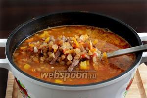 Суп готов, можно разливать по тарелкам, посыпав зеленью.
