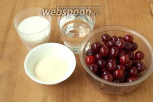 Для приготовления мусса нам понадобятся такие продукты: свежая вишня, сахар, манная крупа и вода.