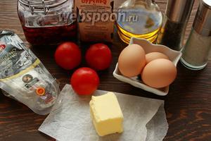 Для вкусного завтрака надо: яйца, сливки 10-20%, масло, томаты свежие, вяленые, сыр, соль, перец.
