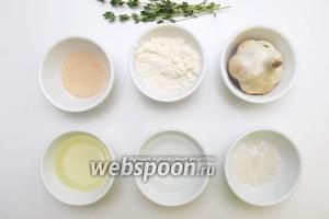 Для приготовления нам понадобятся следующие ингредиенты: мука, вода, соль поваренная, дрожжи, масло оливковое, тимьян, соль морская, чеснок.