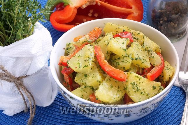 Фото Салат из молодого картофеля с зелёным соусом