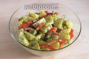 Перед подачей дайте салату пропитаться заправкой около 1 часа в холодильнике! Приятного аппетита!
