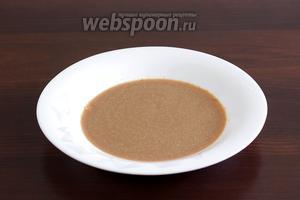 Кофе растворить в тёплой воде (140 мл) и добавить ликёр. Я не добавляю сахар, так как ликёр сладкий, но можно добавить по вкусу.